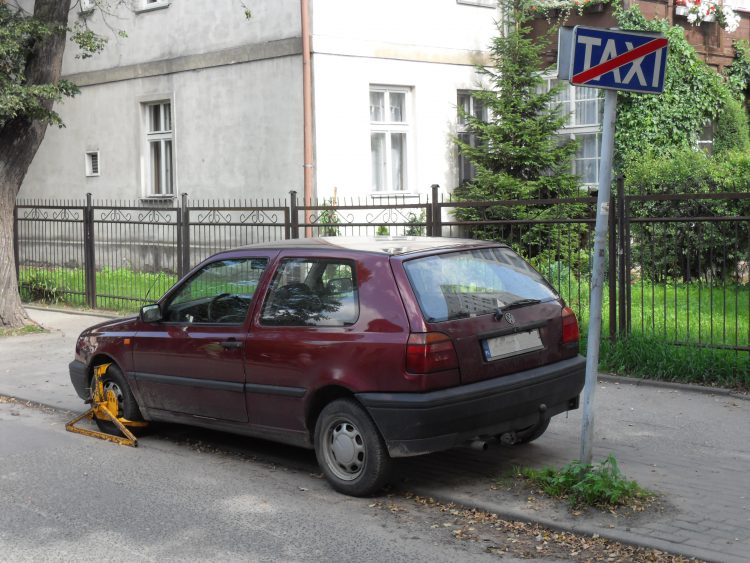 Donde aparcar coche en Gdansk - car bloqueado